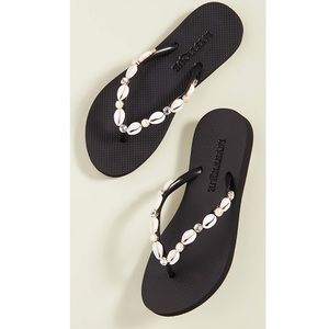 Mystique Shell Flip Flops. Size Small. NWT.